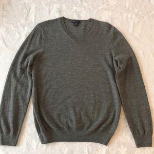 Men's Grey Marino Wool V-Neck Sweater